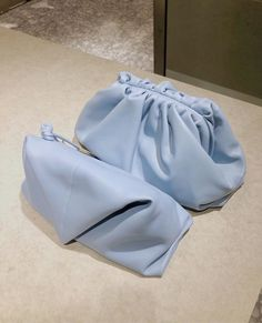 "CLARA M on Instagram: ""💭💭 @bottegaveneta Bottega Veneta, Sandals, Live, Shoes, Instagram, Fashion, Moda, Shoes Sandals, Shoe"