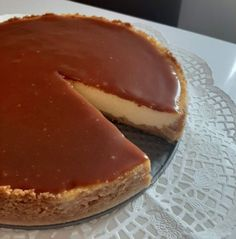 Mennyei, könnyű sajttorta karamell öntettel, avagy cheesecake,, akár friss gyümölcsökkel is. Könnyen elkészíthető, egyszerű bevált recept. Tiramisu, Cheesecake, Food And Drink, Pie, Cooking, Ethnic Recipes, Sweet, Desserts, Mascarpone