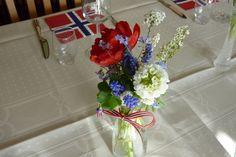 17. mai bord (slowfoodfastfood) Glass Vase, Home Decor, Philadelphia, Blogging, Decoration Home, Room Decor, Home Interior Design, Home Decoration, Interior Design