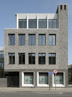 The facade of the Gort Scott project for Jesus College on Hills Road, Cambridge Brick Architecture, Minimalist Architecture, Residential Architecture, Interior Architecture, Brick Facade, Small Buildings, Building Facade, Commercial Architecture, Brickwork