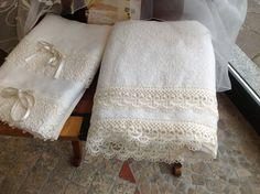 IRENE BI Set asciugamani in tessuto di lino e pizzo www.irenebi.it realizzazione Irene Bi di Irene Brigolin