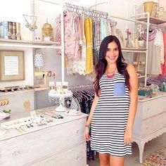 La bella @zaidabl con el vestido hermoso vestido de rayas de @gilimafe