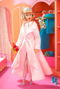 2007 Sleepytime Gal Vintage Barbie Reproduction is a reproduction of an American Girl Barbie Doll and two vintage ensembles - Sleepytime Gal and Fashion Editor The display box is inspired by Barbie's vintage Dream House. Barbie Blog, Barbie Website, Barbie I, Barbie World, Barbie And Ken, Barbie Dream, Barbie Party, Barbie House, Mattel