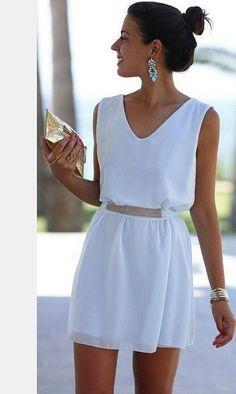 Нарядное женское платье, модель выполненная в стиле минимализма. Платье прямого кроя, на талии пояс идеально дополняет модель, декорированное изделие бисером на талии. Стильно, модно, актуально.Ткань шифон с подкладкой. Длина 85 см. Шифоновый пояс не пришит.    Параметры размера М:    ОГ ―89см, ОТ ― 71см, ОБ ―97см