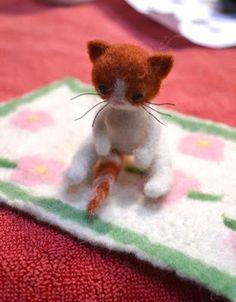 Factory Cathy: Petit chat en laine feutrée réalisé à l'atelier pa...