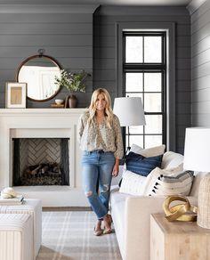 Home Living Room, Living Room Designs, Living Room Decor, Studio Living, Estudio Mcgee, Deco Zen, Round Wood Dining Table, Living Room Inspiration, Home Fashion