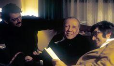 Carlos Montemayor, Jorge Luis Borges y Pedro Meyer, en la capilla Alfonsina, en 1973. Foto de Rogelio Cuéllar.