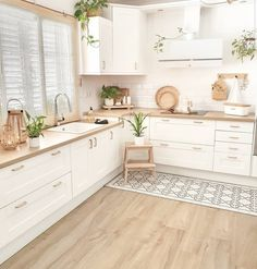Credit to the owner. Kitchen Room Design, Home Decor Kitchen, Kitchen Interior, Home Interior Design, Home Kitchens, Kitchen Ideas, Interior Plants, French Kitchen Decor, Kitchen Cabinets Decor