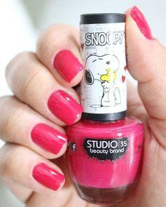 Estou preparando swatches da Coleção do #Snoopy da @studio35cosmeticos ! Deixa aqui nos comentários o que vocês querem saber . . Vale lembrar fique em casa saia apenas o necessário. Lave bem as mãos e use álcool em gel (esse último sem exageros) . . . #esmaltedodia #esmaltedasemana #unhasdasemana #studio35 #fiqueemcasa Studio 35, Nail Polish, Snoopy, Beauty, Instagram, Skirt, Nail Polishes, Cosmetology, Polish