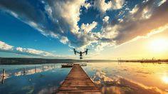 Wasser + Sonnenuntergang = malerische Foto-Kulisse. Mit etwas Übung steuern Sie Ihre Drohne problemlos über das jeweilige Gewässer.