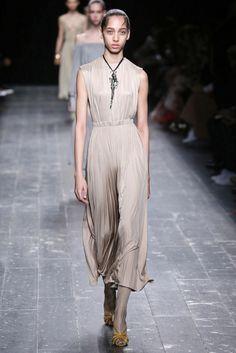 Valentino, A-H 16/17 - L'officiel de la mode