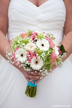 Multicolour and classic wedding bouquet with wedding flowers! Gerbera Wedding Bouquets, Hand Bouquet Wedding, Gerbera Bouquet, Bride Bouquets, Pink Gerbera, Wedding Cake, Homecoming Flowers, Prom Flowers, Bridal Flowers