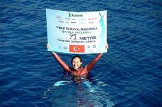 """Milli sporcu Şahika Ercümen, Kaş ilçesinde """"değişken ağırlık ip destekli paletsiz dalış"""" alanında 91 metre derinliğe inerek yeni dünya rekorunun sahibi oldu. http://ozelyuzmedersleri.com/sahika-ercumenden-yeni-rekor/"""