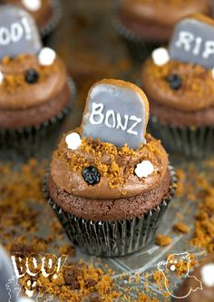 20 Wickedly Fun Halloween Cupcakes. Halloween Graveyard Brownie Cupcakes. The Flying Couponer.