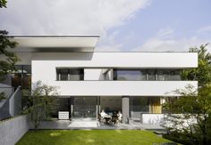 MODERN WHITE BOX: House Heidehof / Alexander Brenner Architects. 12/14/2011 via ArchDaily
