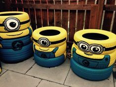 A minion tyre army Tire Furniture, Garage Furniture, Recycled Garden, Recycled Art, Tenda Camping, Minions, Tire Playground, Minion Craft, Tire Craft