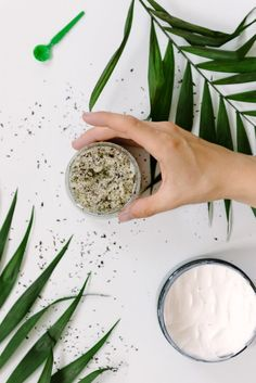 Learn how to make an exfoliating sugar scrub recipe with different types of sugar. Who knew sugar could be so good for your skin? Homemade Facials, Homemade Skin Care, Diy Cosmetic, Sugar Scrub Homemade, Natural Exfoliant, Exfoliate Face, Peeling, Beauty Recipe, Belleza Natural