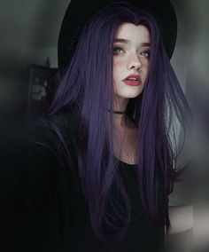 Haarfarbe Dunkelbraun Lila Haarfarbe 18 Trendige Ideen - Hair - Hair Color Dark Brown Purple Hair Co Dark Brown Purple Hair, Hair Color Purple, Girl With Purple Hair, Long Purple Hair, Dark Hair, Dark Purple Hair Color, Pretty Hair Color, Green Hair, Color Black