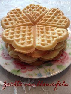 gemakkelijke wafels, zachte wafels, vanillewafels, zachte vanillewafels, wafeltjes Amish Recipes, Dutch Recipes, Sweet Recipes, Pureed Food Recipes, Baking Recipes, Pie Dessert, Dessert Recipes, Waffles, Pancakes