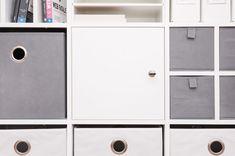 Mit dieser abschließbaren Regaltür holst du dir jetzt noch mehr Privatsphäre in dein Ikea Kallax Regal.