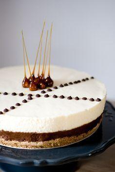 Un dessert à l'accent Italien en guise de recette coup de cœur. Une mousse onctueuse au chocolat déposée sur un biscuit moelleux noisette-café, et surmontée d'une mousse mascarpone aérienne et déli...