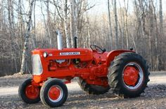 Allis Chalmers, thats my kind of tractor!