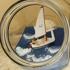 """Ab in den Urlaub"" Dekoglas mit Mini Segelboot"