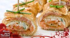 Aperitivos de salmón ahumado y crema de queso al cebollino