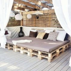 Pallet Outdoor Furniture outdoor lounge area made with pallets, one of the nicest I've seen Pallet Exterior, Diy Exterior, Outdoor Spaces, Outdoor Living, Outdoor Daybed, Outdoor Lounge Furniture, Outdoor Cushions, Outdoor Fabric, Pallet Furniture Plans