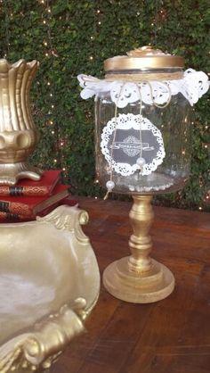 Peças de louças pintada com spray dourado  e potes by Sandra Dias . Interiores/Casamento Temático