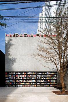 Livraria da Vila, bookstore, by Isay Weinfeild Architects, São Paulo, Brazil. Minimalist Architecture, Architecture Design, Hotel Architecture, Contemporary Architecture, Retail Facade, Shop Front Design, Store Design, Photo Wall, Around The Worlds