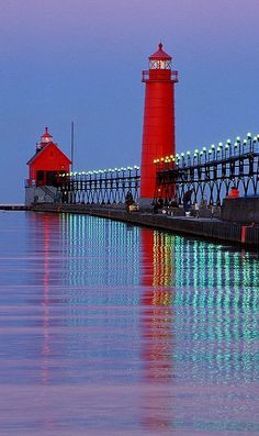 Lighthouse and pier at Grand Haven, Michigan, U.S (by ER Post on Flickr)