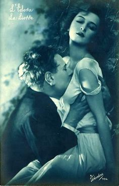 French Postcard Show How To Kiss Romantically from the 1920s (42).jpg