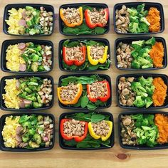 Prepped stuffed peppers and garlic chicken by @fitness.woohoo is looking strong! - Find out what your preps are missing to nail your goals with @mealplanmagic - ALL-IN-ONE TOOL