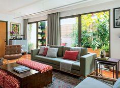 apartamento-dt-estudio-sala-de-estar-mesa-de-centro-sofá (Foto: Edu Castello/Editora Globo)