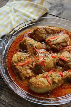Kari Ayam Kapitan Nyonya Yang Sangat Sedap Kari Ayam, Asian Recipes, Ethnic Recipes, Malaysian Food, Indonesian Food, Ratatouille, Shrimp, Chicken Recipes, Curry