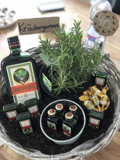 Birthday Gifts For Best Friend, Friend Birthday, Best Friend Gifts, Birthday Presents, Girl Birthday, Booze Bouquet, Liquor Bottle Crafts, Bf Gifts, Unique Presents
