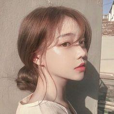 Image about girl in 𝒖𝒍𝒛𝒛𝒂𝒏𝒈 𝒈𝒊𝒓𝒍𝒔 by 𝑗𝑜𝑟𝑑𝑎𝑛 on We Heart It Pelo Ulzzang, Mode Ulzzang, Ulzzang Korean Girl, Cute Korean Girl, Asian Girl, Ulzzang Hair, Korean Make Up, Korean Art, Korean Beauty