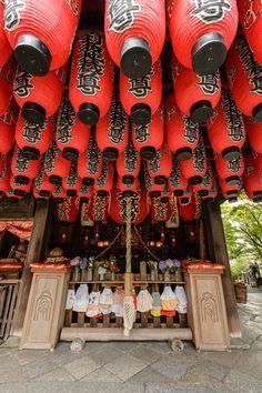 Main Altar -- Kuginuki Jizo Temple (釘抜地蔵) -- Kyoto, Japan -- Copyright 2015 Jeffrey Friedl