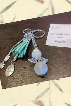 Ze zijn er weer😍 Van Een Wens zijn de Geluksengelen voor Kracht weer op voorraad. Een perfect cadeautje om te geven en nog leuker om te krijgen als ondersteuning of oppepper. Verkrijgbaar bij ons in de winkel en online. Om, Pearl Earrings, Pearls, Jewelry, Armband, Pearl Studs, Jewels, Schmuck, Jewerly