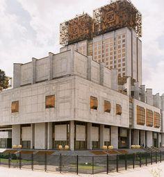 The Presidium of the Russian Academy of Sciences in Moscow, designed by Yuri Platonov (1988).