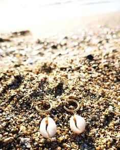 🔆ɴᴀᴛᴜʀᴀʟ Cᴏᴡʀɪᴇ ᴇᴀʀʀɪɴɢꜱ 🔆  #charmme_gr #fashionjewelry #fashionearrings #summerearrings #shellearrings #unique #musthaveearrings… Shell Earrings, Pearl Earrings, Fashion Earrings, Fashion Jewelry, Pearls, Unique, Instagram, Pearl Studs, Trendy Fashion Jewelry