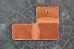 Handmade Men's Slim Tri-fold Leather Wallet / por GuardedGoods