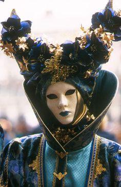 CARNAVAL...Costumes et masques de Venise