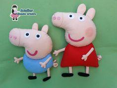 Enfeites baseado no desenho Peppa Pig. <br>Confeccionados em feltro com enchimento de fibra siliconada antialérgica. <br>O valor é referente às duas peças. <br>Peppa com 30cm e George com 24cm. <br>Ideal para decoração de festa no tema Peppa Pig e George Pig.