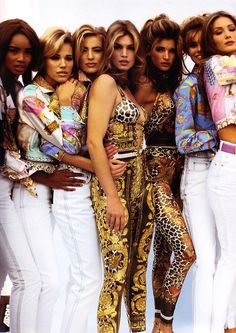 Beverly Peele, Emma Sjoberg, Elaine Irwin, Cindy Crawford, Stephanie Seymour, Niki Taylor, and Carla Bruni at Gianni Versace 1992