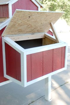 how to build a chicken coop nesting box