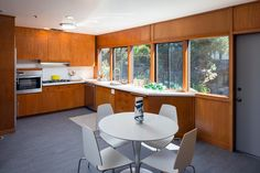 A taste of Berkeley in the minus the protests and patchouli Decor Interior Design, Interior Decorating, Berkeley Hills, Retro Home Decor, Mid Century House, Time Capsule, Arrow, Whimsical, Furniture