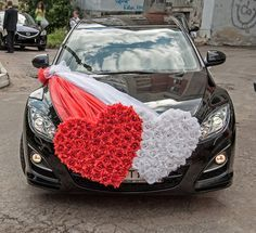 Beautiful And Showstopper Car Decoration Ideas For Wedding! Beautiful And Showstopper Car Decoration 21st Birthday Decorations, Wedding Car Decorations, Flower Garland Wedding, Wedding Flowers, Diy Wedding, Dream Wedding, Wedding Cars, Just Married Car, Bridal Car