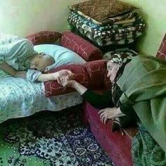 """and He put love and mercy between your hearts"""" Old Couple In Love, Old Love, Real Love, Beautiful Love, Cute Love, Beaux Couples, Old Couples, Muslim Couples, Couples In Love"""
